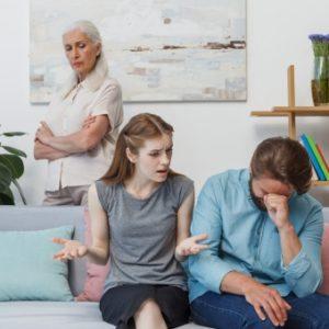 認証を疑う家族